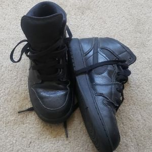 Jordan 1 mid all black size 4.5y